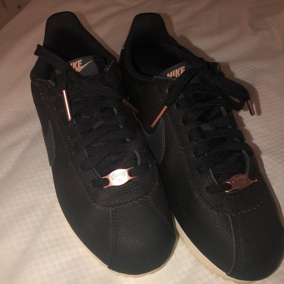 best service 38f79 c3740 Women's Nike classic Cortez black & rose gold 6.5